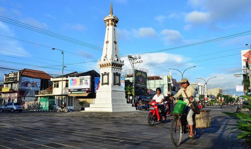Simpang Tugu Yogya Terbebas Kabel Listrik