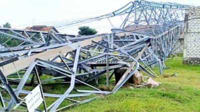 Photo of Tower SUTT Roboh, Jaringan Listrik Rembang-Blora Terganggu