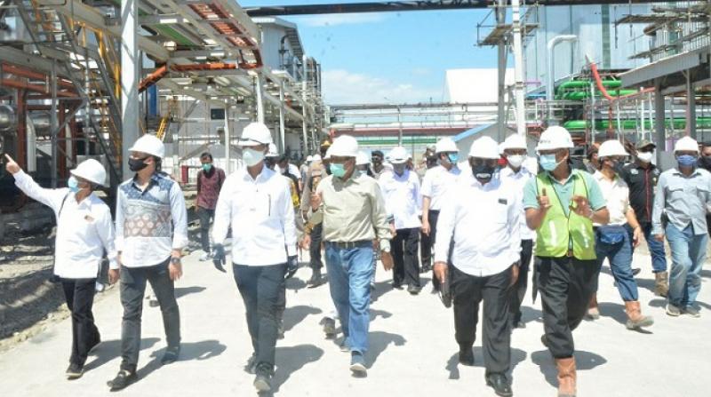 Photo of Gunakan Super PUMA, Jokowi Datang Ke Bombana Resmikan Pabrik Gula