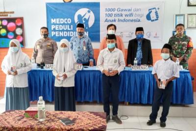 Photo of Medco Peduli Pendidikan Salurkan Bantuan 1000 Gawai