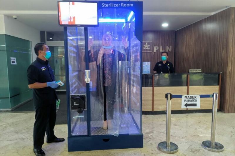 Cegah Corona, PLN Dirikan Bilik Disinfektan