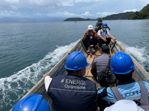 Menerjang Ombak Demi Melistriki Kepulauan Masaloka Raya