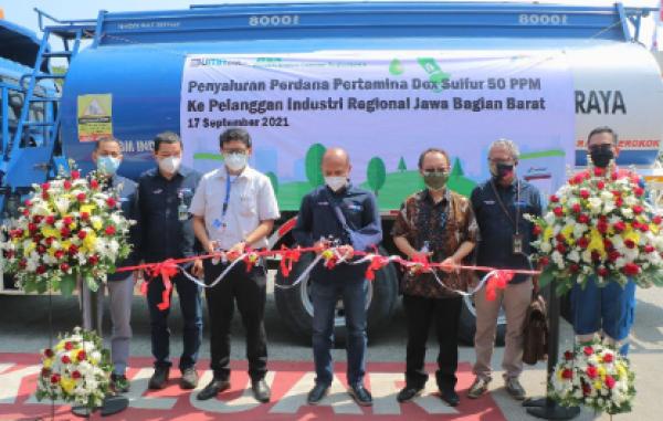 Perdana Pertamina Salurkan Produk Dex 50 PPM di Indonesia