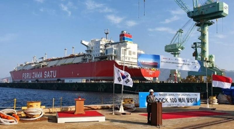 Pertamina Lepas Perdana Kapal FSRU Jawa Satu ke Permukaan Laut