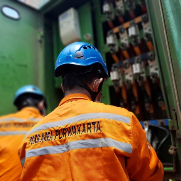 Tim PLN Sukses Normalkan Gardu Listrik Terdampak Banjir di Jawa Barat
