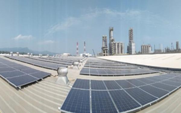 TotalEnergies Selesaikan Instalasi Kedua Panel Surya Chandra Asri