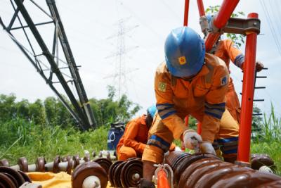 Photo of PLN Berikan Layanan Terbaik untuk Pelanggan Melalui Pemeliharaan Jaringan Transmisi 500 kV Tanpa Padam