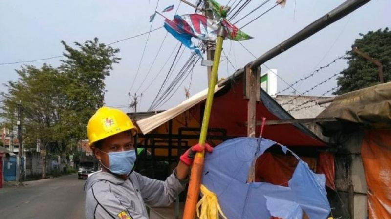 Photo of Rugikan Hingga Miliaran, PLN Bentuk Tim Sapu Bersih Layangan Berkawat