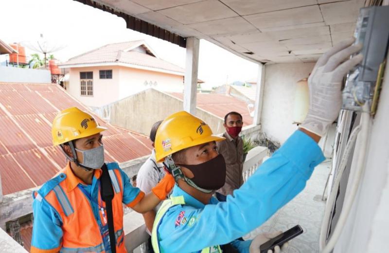 Selama PSBB, Petugas PLN Tetap Lakukan Catat Meter Ke Rumah Pelanggan